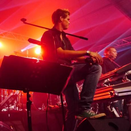 Erik (Gesang, Trompete, Gitarre)