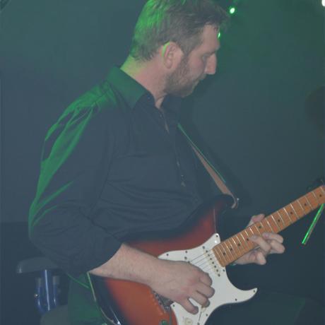 Christian (Gitarre, Gesang)